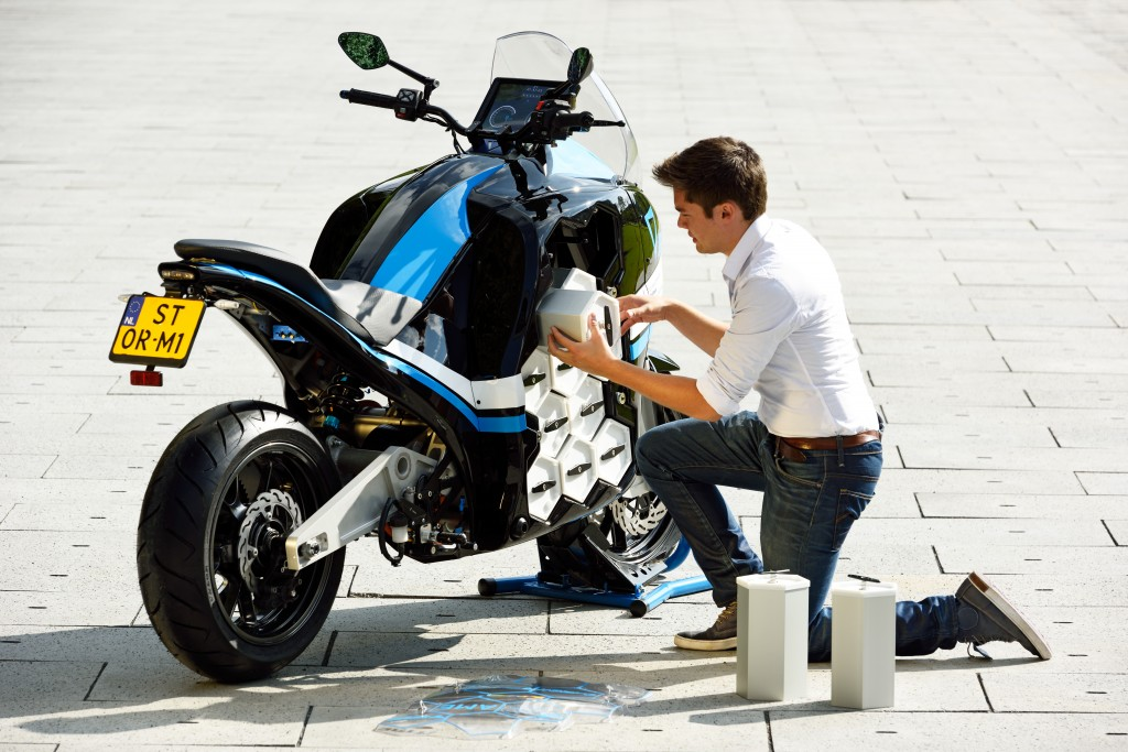 Changing batteries on STORM - the electric motorcycle